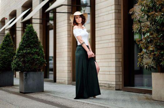 Culotte in moosgrün mit Carmenshirt &Sonnenhut