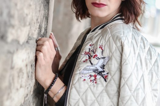 #Out­fit² – Vero Moda Bom­ber­jacke in beige mit Sti­ckerei